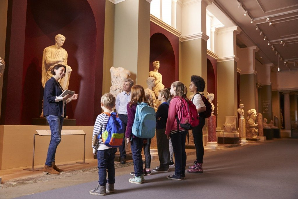 Children in a musem